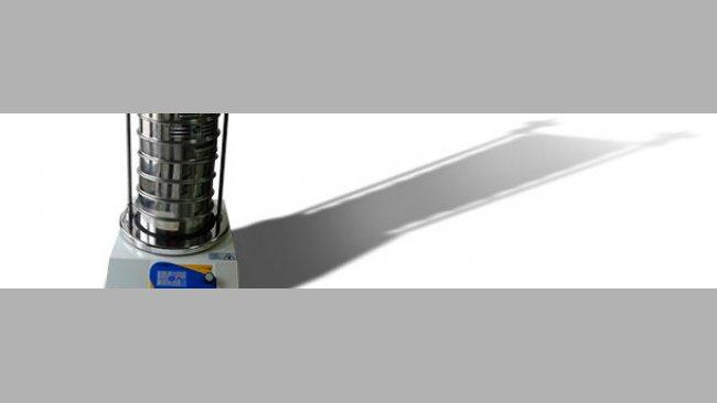 Columna de tamices sobre máquina vibratoria