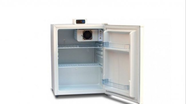 Figura 1: Unità di stoccaggio con display esterno e mensole aperte per una buona circolazione d'aria.