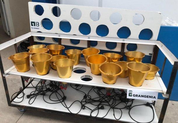 Foto 1: Carrello progettato per l'asciugatura e lo stoccaggio delle lampade di calore delle sale parto (foto cortesia diGrangenia)
