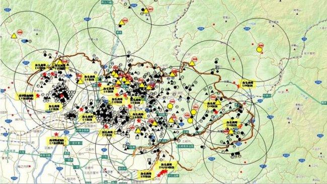 La mappa mostra il totale di cinghiali trovati morti o catturati positivi per la malattia e gli allevamenti di suini colpiti (sottolineati in giallo), fino al 23 aprile 2019.